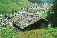 Vals avec ses toits en pierre