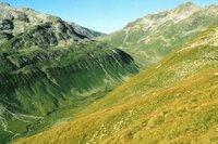 Val Funtauna. Sur le col à l'arrière plan, on devine la Keschhütte