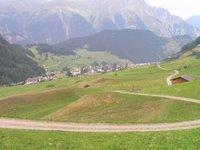 Le village de Nauders, proche de la frontière Autriche, Suisse, Italie, sur la route du Reschenpass