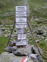 Indicateurs de chemins de randonnée installé par le DAV (Deutscher Alpen Verein). Les allemands sont très présents au Tyrol