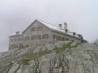 Braunschweiger Haus, 2758 mètres, refuge du DAV (Deutscher Alpen Verein), une vieille maison extraordinaire, des chambres à deux lits, un séjour aux boiseries ouvragées, des gardiens en costume tyrolien...