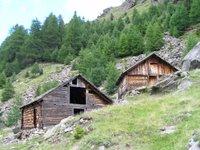 De vieilles granges au hameau de Fiegl