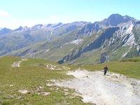 En descendant depuis le Col de la Seigne vers la Savoie
