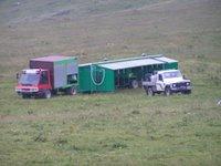 Une installation de traite dans la région du Beaufort. Avec cette unité mobile, la salle de traite suit les troupeaux de parc en parc