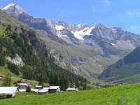Vue depuis les Lanches, dernier hameau au fond de la vallée du Ponturin avec le Mont Pourri