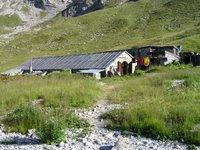 Le refuge d'Entre le Lac, une vieille étable voutée