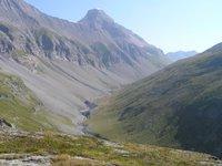 Au dessus du pont de Croe Vie, à proximité des blockhaus, vue sur le vallon de la Leisse. En face, le sommet de la Grande Motte