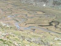 La rivière fait de la dentelle dans le Val de Nivolé