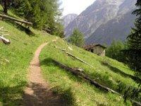 Au dessus des Eaux Rousses en direction du Col d'Entrelor