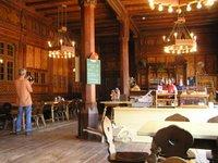 Dans la Berliner Hütte, voici la salle de séjour. Il n'en existe pas de semblable dans les Alpes
