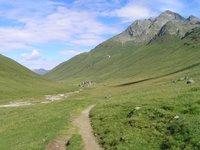 Juf, petit village perdu dans la montagne au-dessus de la limite de la forêt
