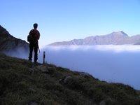 Juste au dessus de la mer de brouillard, la vallée d'Adelbdoden