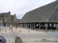 Village de Plouescat, voici la place centrale et les halles