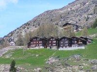 Suisse, Haut Valais, hameau accroché dans la vallée de Saas