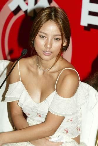 http://photos1.blogger.com/blogger/3803/742/1600/Hyori%20Lee178.jpg