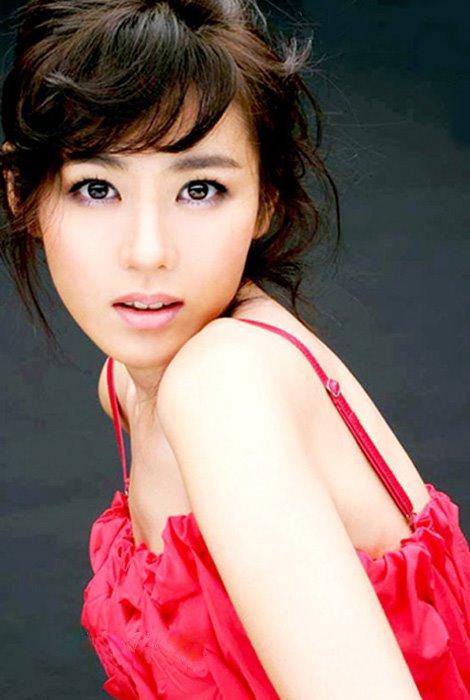 http://photos1.blogger.com/blogger/3803/742/1600/Son%20Yae%20Jin.jpg