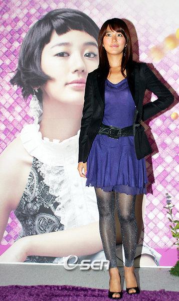 http://photos1.blogger.com/blogger/3803/742/1600/Yoon%20Eun%20Hye4.jpg