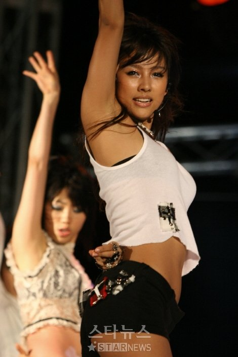 http://photos1.blogger.com/blogger/3803/742/1600/hyori%20dance2.jpg