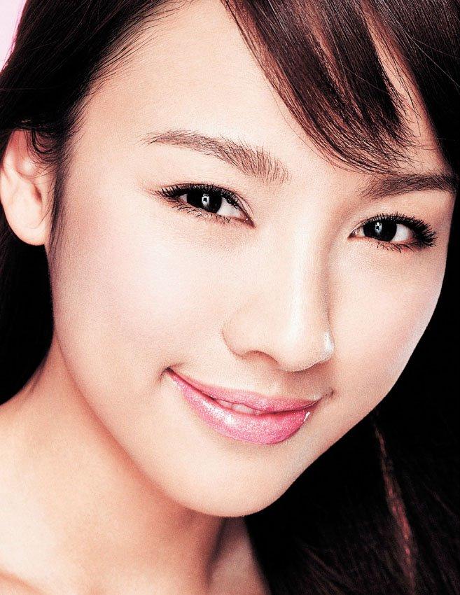 http://photos1.blogger.com/blogger/3803/742/1600/hyori_biotem.jpg