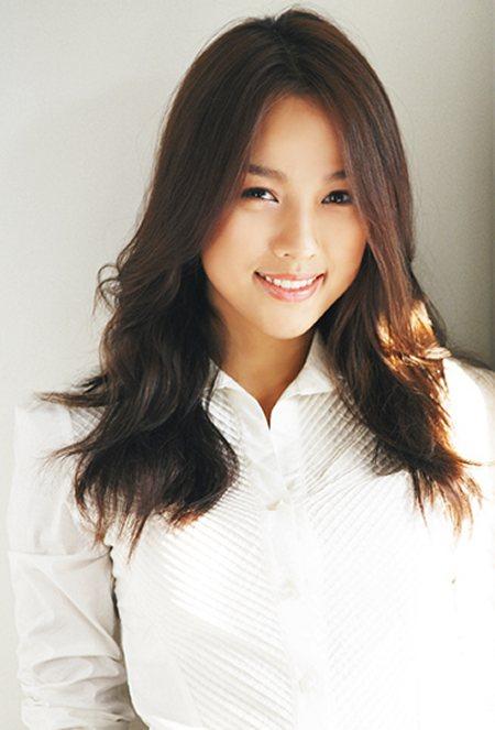 http://photos1.blogger.com/blogger/3803/742/1600/hyoriwhite.jpg