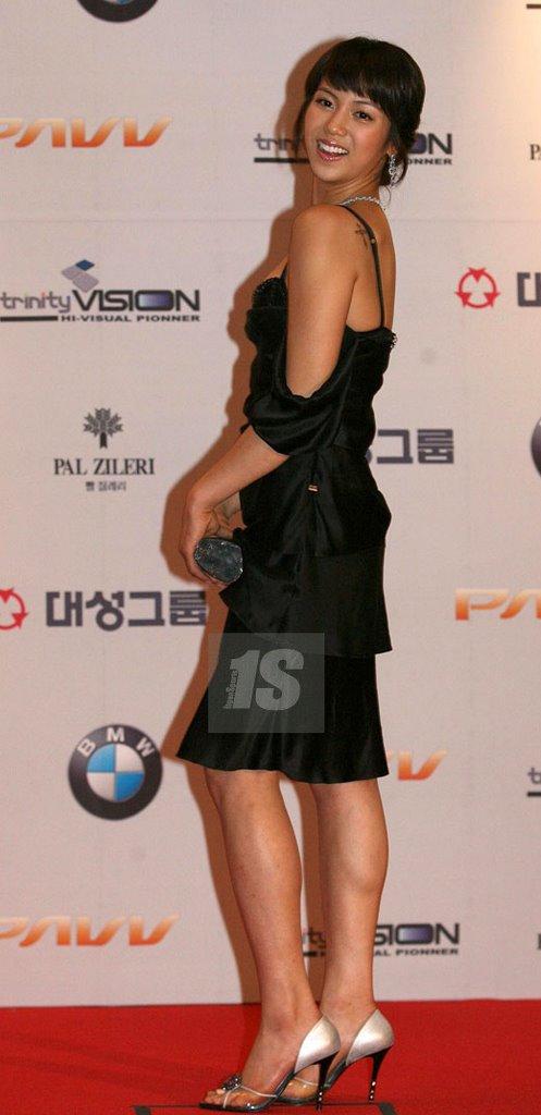 http://photos1.blogger.com/blogger/3803/742/1600/kim%20ok%20bin15.jpg
