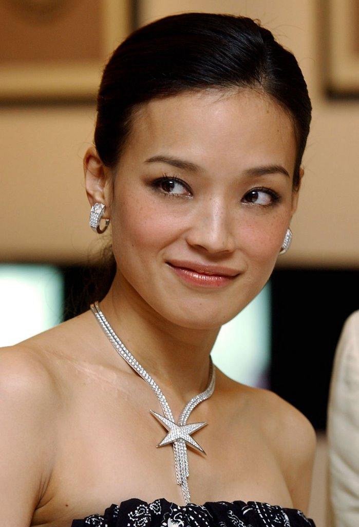 http://photos1.blogger.com/blogger/3803/742/1600/shu-qi-04.jpg