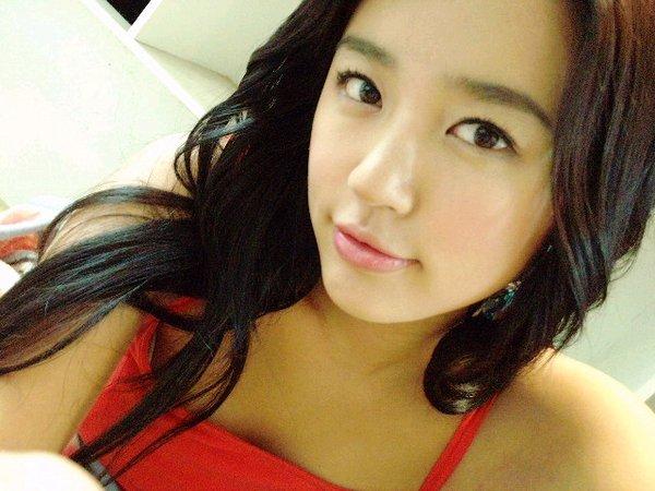 http://photos1.blogger.com/blogger/3803/742/1600/yoon%20eun%20hye6.jpg