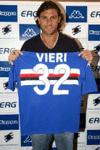 Bobo Vieri alla presentazione con la maglia della Samp