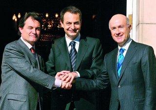El Presidente del Gobierno, José Luis Rodríguez Zapatero, con el portavoz de CIU, Artur Mas,a la izquierda y el secretario general, Duran i Lleida