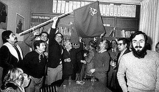 Imagen de los comunistas celebrando su legalización. Fue un gran día