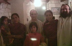 Departiendo en compania de toda una familia de Devotos.