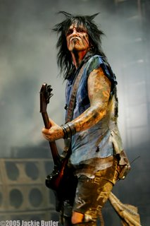 nikki sixx playing a thunderbird bass