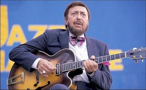 barney kessel playing guitar