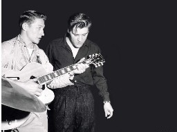 scotty moore and elvis presley playing guitar
