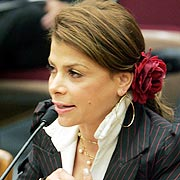 Paula Abdul testifies about nail salon infections