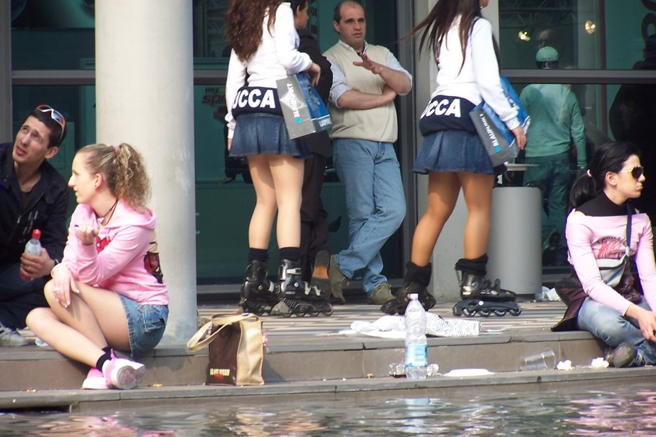 Candid Short Skirts, Boots and Tight Tops: April 2006