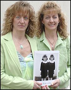 Las gemelas de la foto de Diane Arbus crecieron, y crecieron, y crecieron...