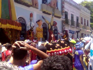 Prédio da prefeitura decorado para o carnaval.
