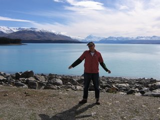 Photo by Rullsenberg: Cloud at Lake Pukaki, New Zealand