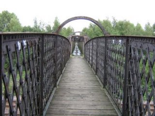 Photo by Rullsenberg: freight railway bridge in Stapleford
