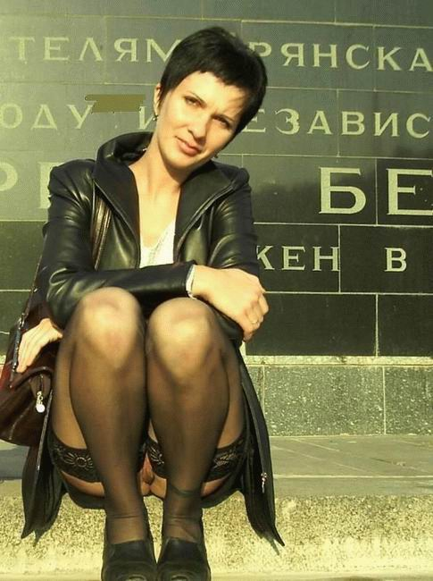 под юбкой пожилых женщин фото подглядывание