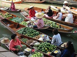 Damnoen Saduak Floating Market in Ratchaburi Thailand