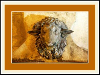 Mariano Belliure y Gil: Monumento a Obdulio Fernández (1927-1932). Vista nocturna de este caño. Volvemos a reiterar lo dicho en relación con los detalles anatómicos de todos los seres representados y la humanización de las miradas, también la de los animales.