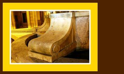 Mariano Belliure y Gil: Monumento a Obdulio Fernández (1927-1932). Detalle  ornamental de apoyo del monolito al pilón y que se repetirá hasta la saciedad en el Teatro Riera.