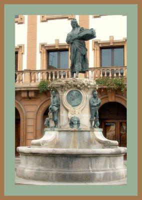 Mariano Belliure y Gil: Monumento a Obdulio Fernández (1927-1932). Vista de cerca del conjunto monumental, con el medallón que contiene la efigie de Obdulio Fernández en el centro.