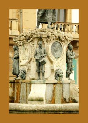 Mariano Belliure y Gil: Monumento a Obdulio Fernández (1927-1932). Detalle del monolito, colocado sobre el antiguo 'pilón' o 'cañu'.