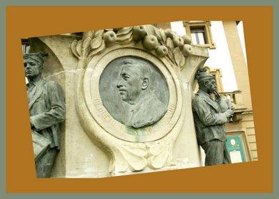Mariano Belliure y Gil: Monumento a Obdulio Fernández (1927-1932). En el centro de la composición, el medallón con la efigie de Obdulio Fernández.