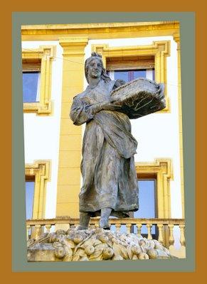 Mariano Belliure y Gil: Monumento a Obdulio Fernández (1927-1932). Detalle de la 'manzanera' al atardecer, con mezcla de iluminaciones, produciendo efectos bellísimos sobre la estatua.