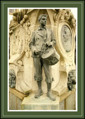 Mariano Belliure y Gil: Monumento a Obdulio Fernández (1927-1932). Vista general de la escultura del tamborilero.