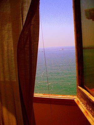 Fotografía de Alba Rodríguez Menéndez, titulada Window tot he peace o Ventana al Mediterráneo.